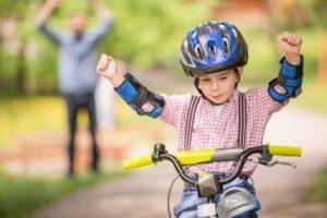 Kind fietst voor het eerst autonoom